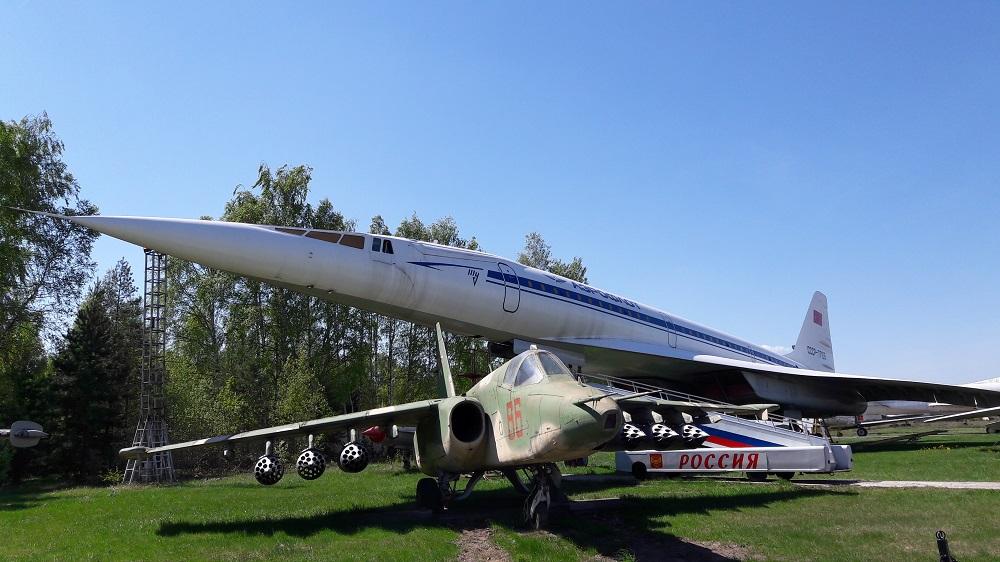 Tupolev Tu-144 ao fundo (Foto: Fábio Aleixo)