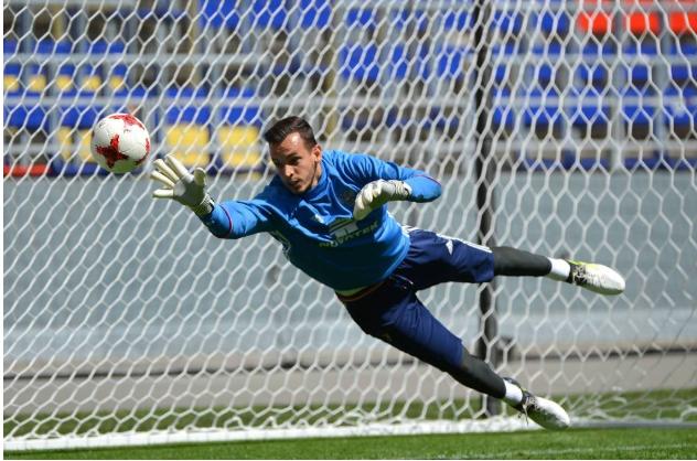Guilherme durante treino da Rússia na Copa das Confederações de 2017 (Evgeny Biyatov - 20.jun.2017/Sputnik/AFP)
